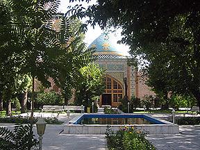http://globalarmenianheritage-adic.fr/images_b/mosquee_erevan1.JPG